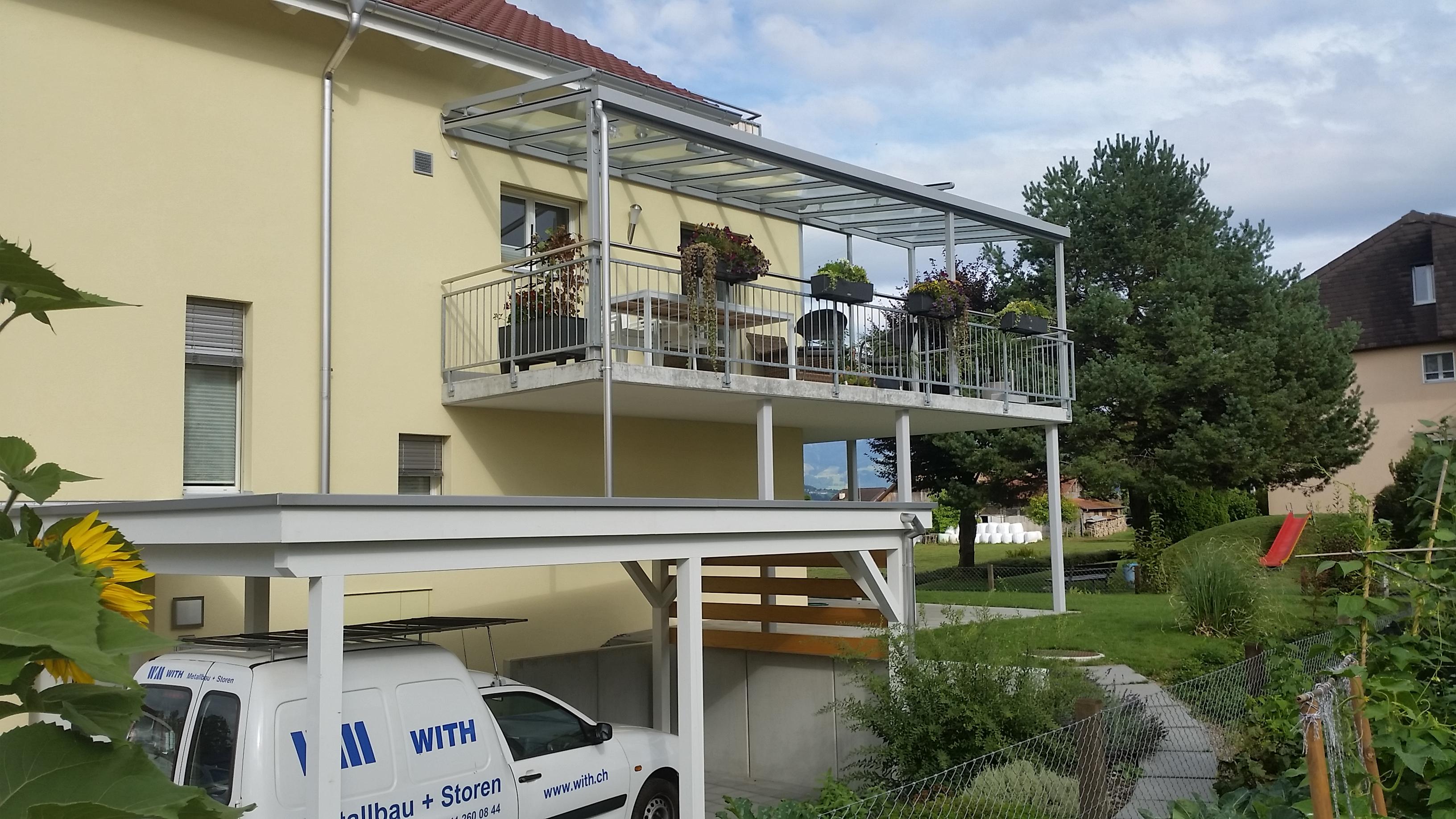 With Metallbau AG Balkon Glasdach mit Windschutz